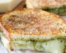 sandwich toaste parmesan pesto
